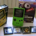 Il gameboy pocket con il fretello maggiore color e la fotocamera compatibile con entrambi.