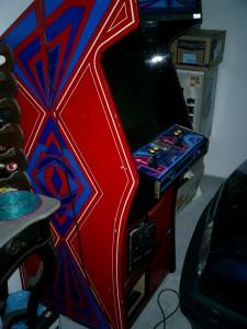 Il mio cabinato, Dopo varie ricerche sono riuscito ad averlo gratis da un amico che ne aveva qualcuno di troppo! I joystick erano fuori uso ma il resto funziona perfettamente.